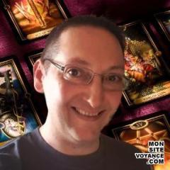 Voyance Voyantes & Médiums utilisant Oracle Bleu avec logan voyant